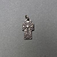 ピエール・トゥロアット 中世風の十字架