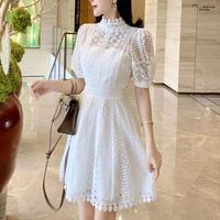 Lady cutting white lacy dress(No.301463)