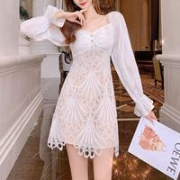 Lady cutting lacy white dress(No.301505)