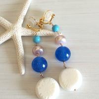 ○白珊瑚と青メノーの4連イヤリング