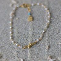 ○淡水パールと珊瑚モチーフのシャンク巻きブレスレット