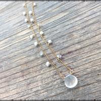 カルサイトの花束ネックレス