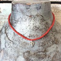 シルバー珊瑚モチーフと染め珊瑚のネックレス