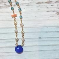 染めカルセドニーと天然石のネックレス(ブルー)