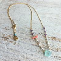○染めカルセドニーと天然石のネックレス (ライトブルー)