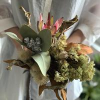 [Dryflower]カラテアリーフと柏葉アジサイのモダンブーケ