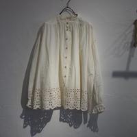 tumugu / コットンスカラップ刺繍シャツ / TB21302