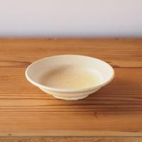 鈴木宏美 淡黄色リム付小皿