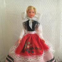 サン・マロの伝統衣装を着たお人形(箱入り)