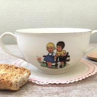 リモージュ子供と動物柄のスープカップ