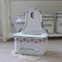 BB社薔薇ガーランド白地×緑ラインアリュメット缶