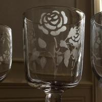 薔薇モチーフお祝いの足付きグラス