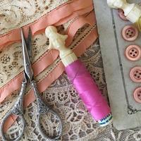 ノルマンディー地方の髪型をした女性の糸巻き(ピンク)
