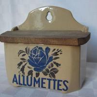 ブルーの薔薇の陶器アリュメット缶