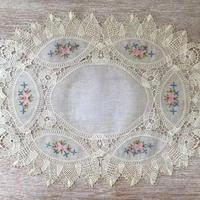 お花の刺繍のカギ編み楕円形レース