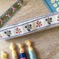 ブルーとピンクの小花柄刺繍チロリアンテープ(メートル売り)