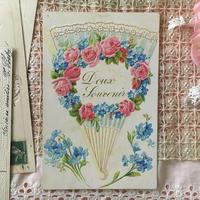 扇子に薔薇と勿忘草のガーランドのポストカード