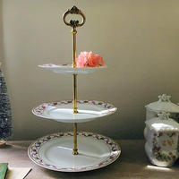 ピンクのリボンガーランド柄の3段デザート皿