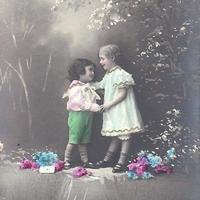 男の子と女の子のポストカード