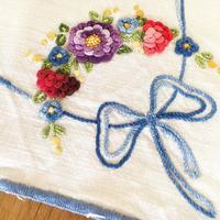 レリーフ刺繍の長方形ドイリー