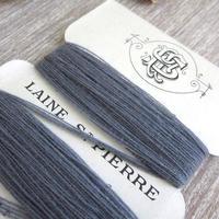 St.Pierreウールの糸巻き(ブルーグレー/白台紙)