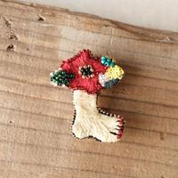 花とペディキュアのブローチ  /  ayaco( アヤコ )