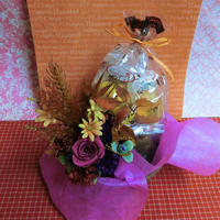 薔薇のプリザーブドフラワーを使った秋色アレンジと秋の焼き菓子8袋のギフトセット