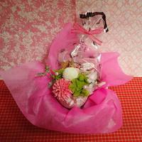 ピンポン菊のプリザーブドフラワーとダリアと桜のシルクフラワーを合わせた和風アレンジと桜の焼き菓子2袋のギフトセット