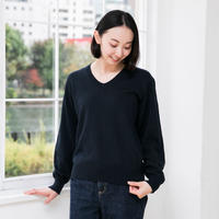 Vネックニットのセーター ユニセックスデザイン