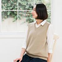 シャツに合わせて着るVネックのベスト ユニセックスデザイン
