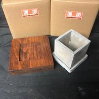 豪雨被害 被災地支援チャリティ商品 スクウェアセメントポットと天然木鉢受けのセット タイプ2