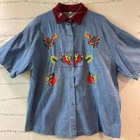 かわいい刺繍がめちゃしてあるめちゃかわデニムシャツ