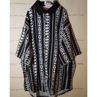 拙者、白と黒の色んなパターンが組み合わさった総柄シャツ 大好き侍