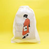 巾着袋(M)「MOMAストアのお姉さん」