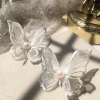 ホワイトパールの蝶々ピアス