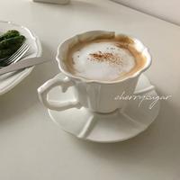 白いニュアンスラインのカップ&ソーサー