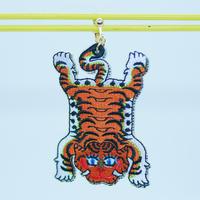 Tiger carpet (刺繍)