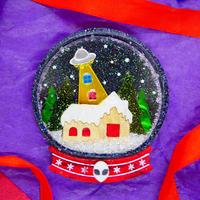 ~UFO Xmas~Snow Globe Brooch