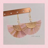 ラフィアタッセルのピアス/イヤリング pink