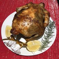 4種のブレンドハーブ香るハイグレードローストチキン 一羽 a whole Roast Chicken from Okinawa