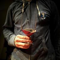 革のワイングラスホルダー(ベルト調整機能付き)