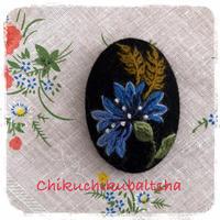 ムフ刺繍*rukkilill (ヤグルマギク)ブローチ