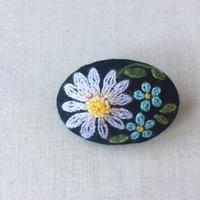 ムフ刺繍*マーガレット&忘れな草ブローチ