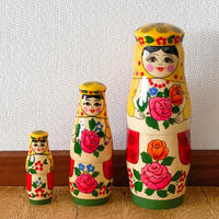 アリョンカの花束 3個組マトリョーシカ