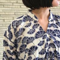 再販4!大きいサイズ、カバー裾ねじりロータスプリント長袖ブラウス