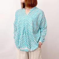 再6!2サイズ、体型カバー裾ねじりブルーお花プリント長袖ブラウス