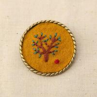 刺繍ブローチ りんごの木