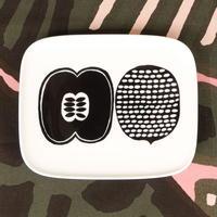マリメッコ marimekko <Kompotti>角プレート(ホワイト×ブラック)