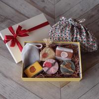 【送料無料】☆母の日ギフトセット☆(おすすめ石鹸5個&幾何学模様のあずま袋)