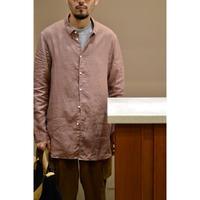 くすみピンクのリネンシャツ